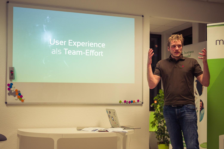Florian präsentiert User Experience als Team-Effort beim UX/UI Meetup